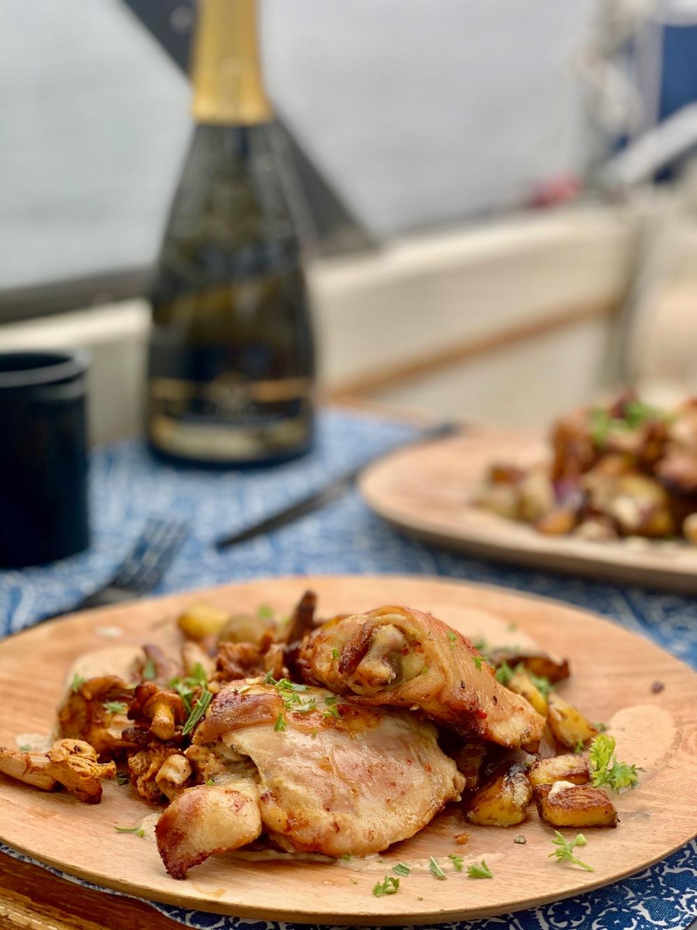 kylling med sopp og råstekte poteter